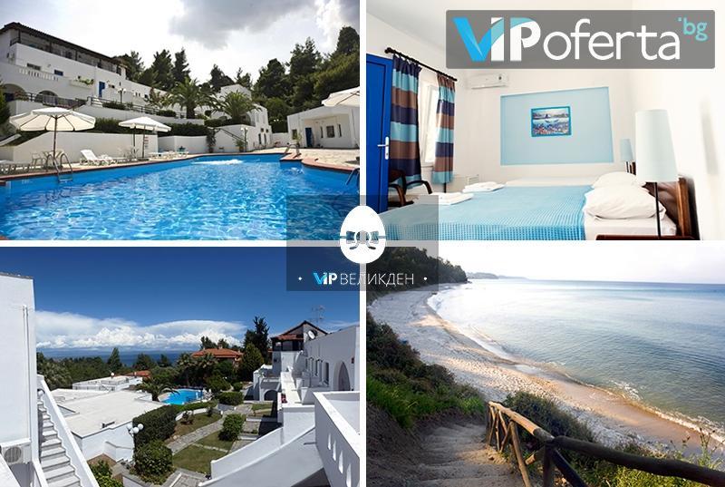 Пакети с три или пет нощувки със закуски и вечери + ползване на басейн в Хотел Theo Bungalows 3*, Касандра, Гърция